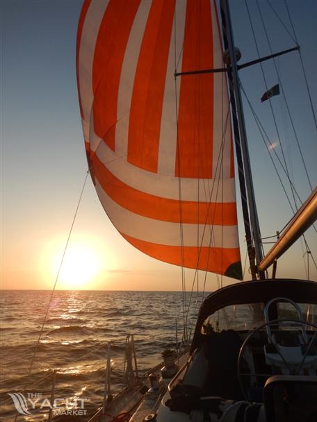 Moody 425 - Sail into the sunset..