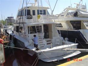 HATTERAS SF 65' ENCLOSED BRIGE