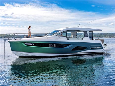 Sealine C390V with standard options Price excludes IVA, transport & commissioning fees