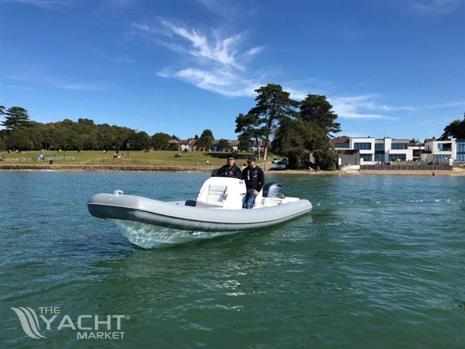 HM Powerboats 7.5M