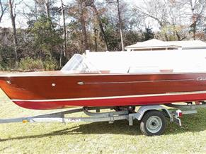 Chris-Craft Cavalier 17
