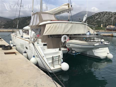 Lagoon 400S2 Owners Version - Tied up Greece