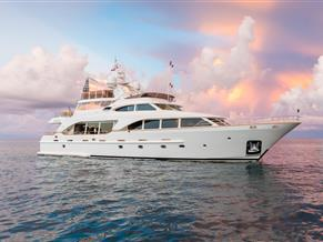 BENETTI 100'/ 30m TRADITION 2007 / 2018 Location:  Greece from the 8th to26th of June '19