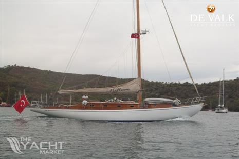Classic Sailing Yacht - Picture 1
